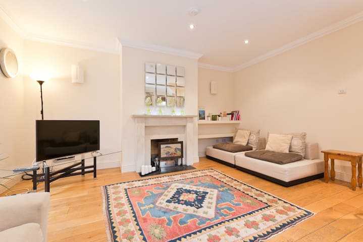 DELIGHTFUL 3BD-3BTH D4 RDS/AVIVA WITH FREE PARKING