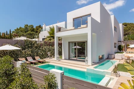 PERFECT FAMILY HOUSE CLOSE TO THE BEACH