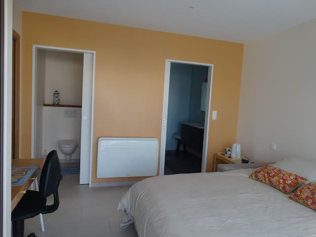 chambre avec accès indépendant, SE & WC privés