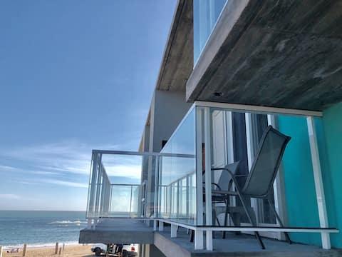 Apartamentos LAS OLAS, vista parcial al mar.