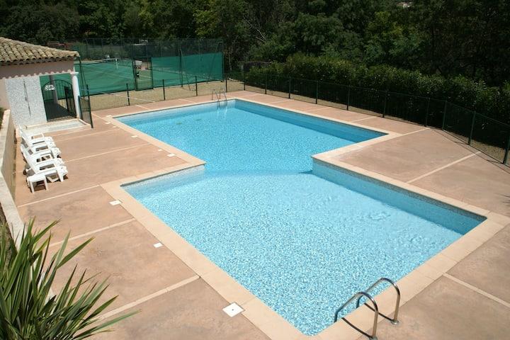 Acogedora casa de vacaciones en Sainte-Maxime con piscina