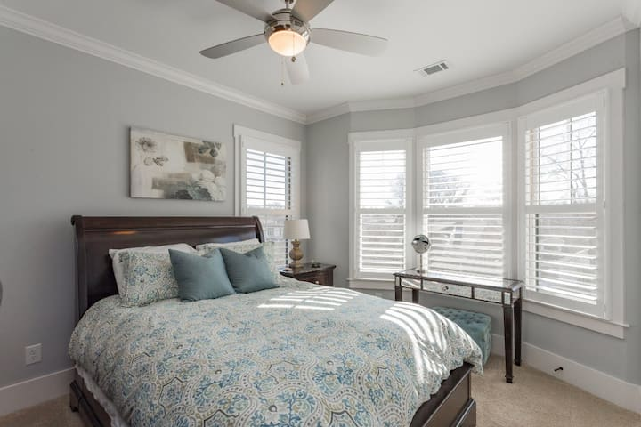 12 South Bedroom with Bay Window
