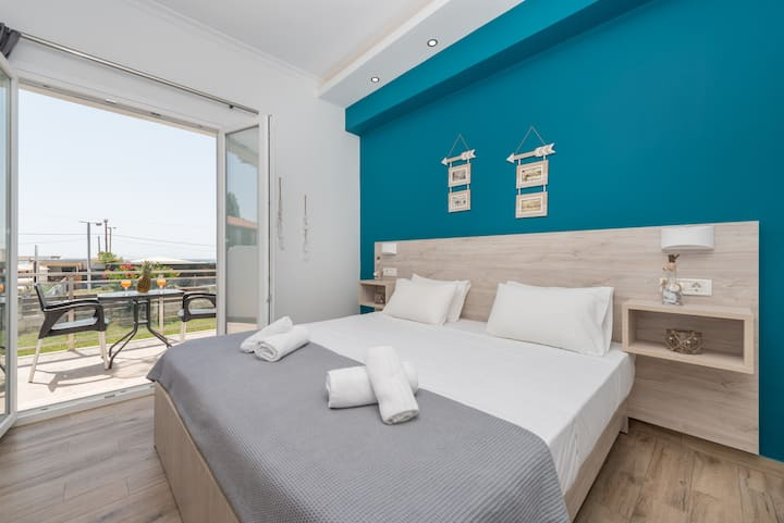Stathis Deluxe Studios 30m away from Laganas Beach