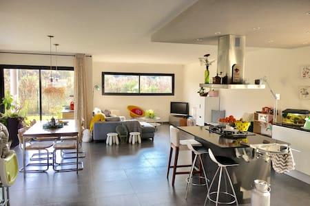 Villa au cœur des aspres - Trouillas - บ้าน