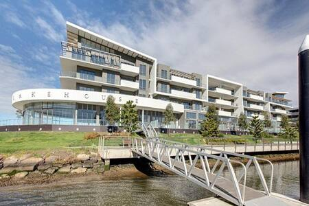 On the River with Easy Access to Transport - Maribyrnong - Apartamento