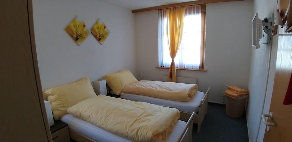 Bildungszentrum Sunnahof: Zimmer Sommer (1)