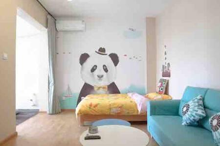 云宿-(已消毒)熊猫基地旁 步行可达/近地铁三号线/直达春熙路/交通方便--熊猫小套房 适合家庭出游