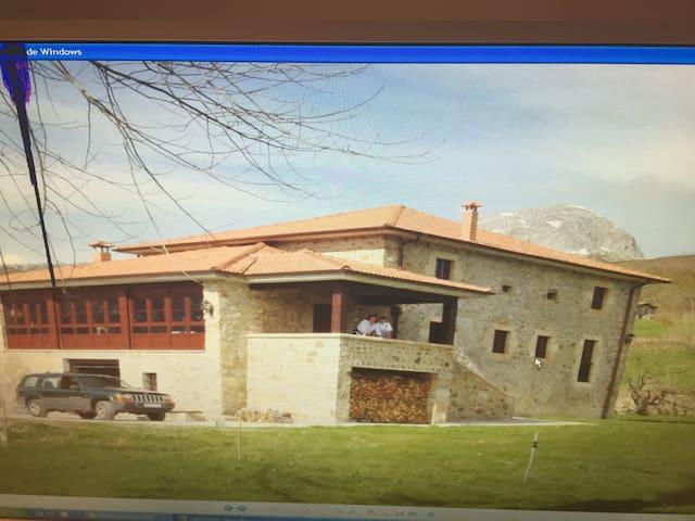 Casa solarariega en valle de Soba - San Martín/ La Gandara - บ้าน