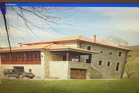 Casa solarariega en valle de Soba - San Martín/ La Gandara - Haus