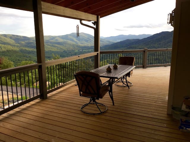 VOTED BEST VIEW! NEW CONST-HOT TUB-WIFI-POOL TABLE - Marion