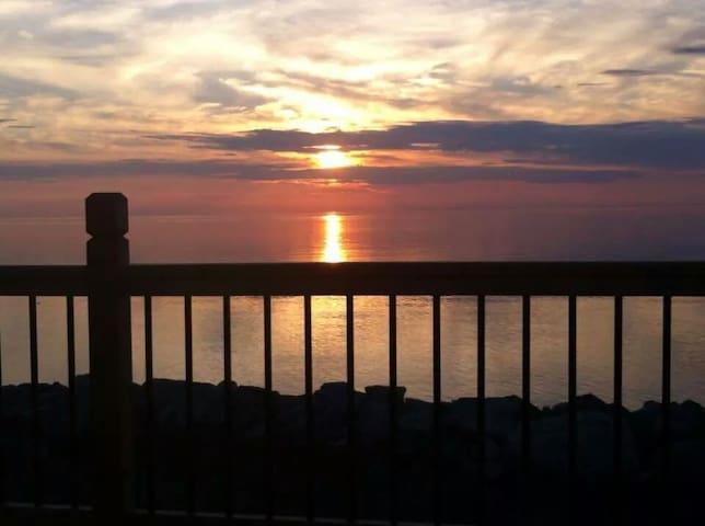 le coucher de soleil vu du balcon