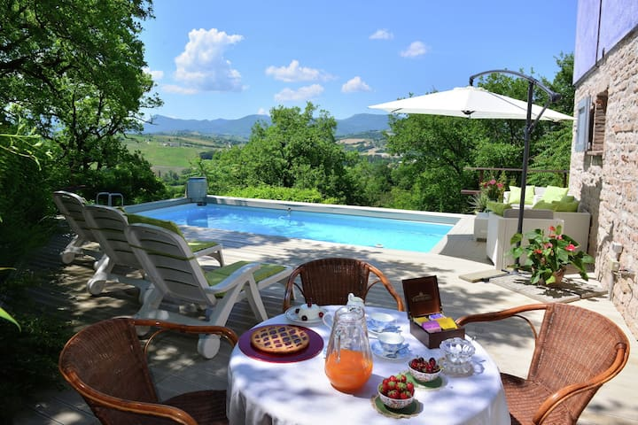 Beautiful Villa in Fabriano Marche with Swimming Pool