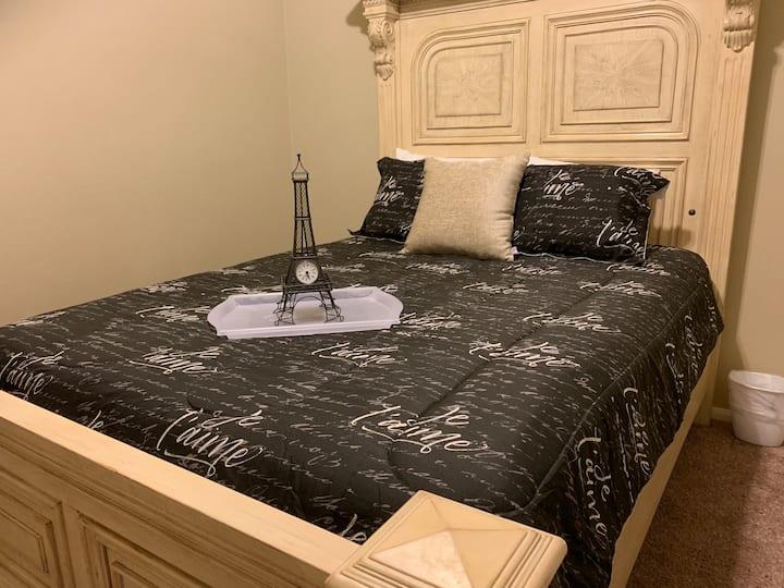 Meadow Lark, Private Queen C Bed & Private Bath
