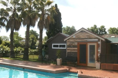 Allan Court Gardens: Pool View Unit - Wangaratta - Bungalow