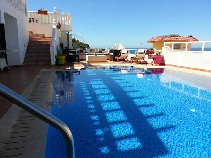 luxury villa piscine sea views
