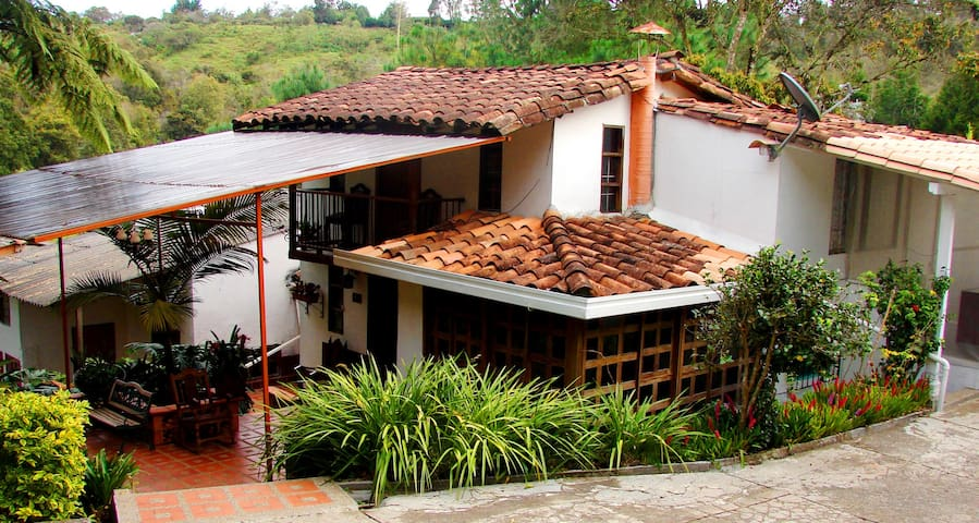 Hostal Marrokos Lugar para Descansar - Rionegro - Bed & Breakfast