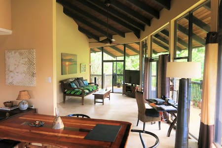 Hale Kiku: Big pool & walk to beach - Princeville