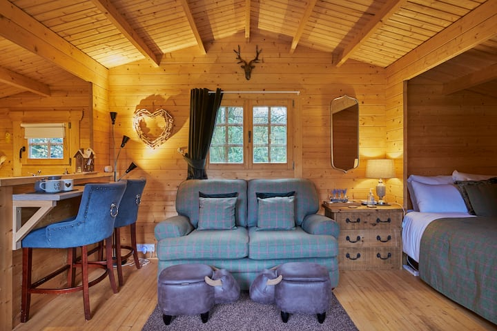 Homely 1-bed Log Cabin With Wood Burning Fire