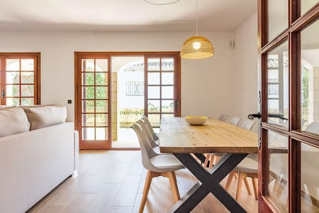 Casa en la playa y jardin privado (reformada 2019)