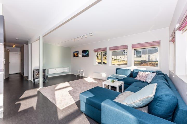 Beautiful Large Modern Apartment w/parking