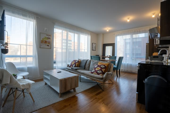 Penthouse 2BR w/ Terrace at Chinatown®