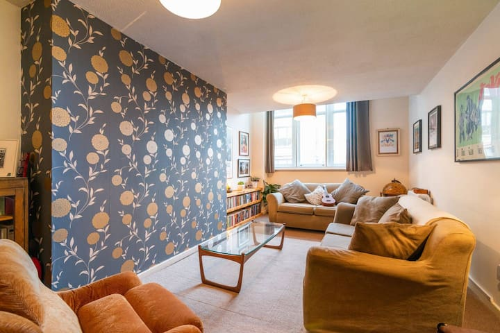 Superb Room in Manchester Centre (Best Reviews)