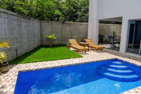 Modern Townhome with Pool - Walk to beach & town.