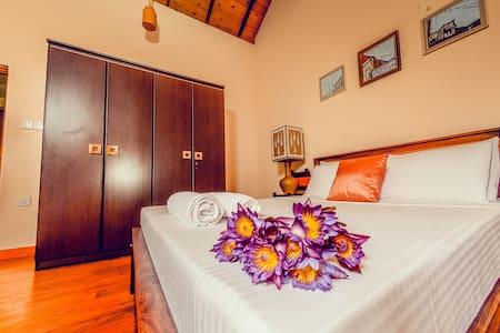 Vintage,Privet,cozy  room*COLOMBO* - Sri Jayawardenepura Kotte - Willa