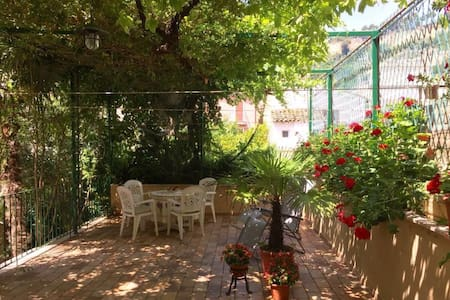 Eating under the bower , at the Villino Talamonti - Grottammare - Wohnung