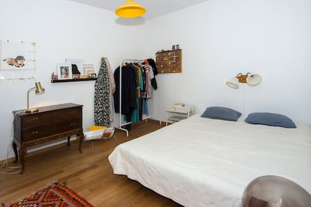 Comfortable double/single room in south Sthlm