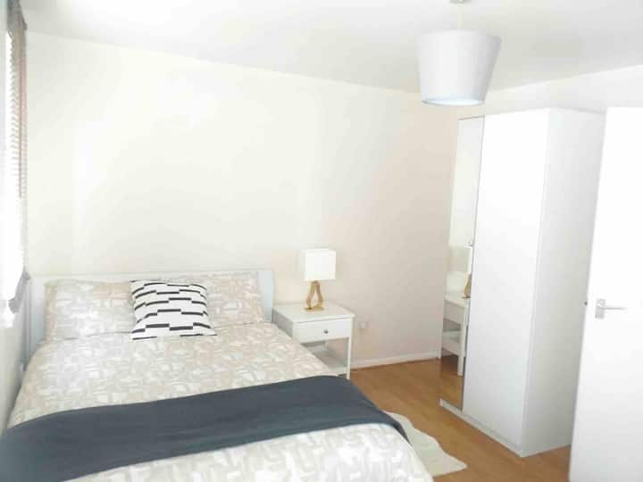 Lovely one bedroom flat with SKY TV/WiFi