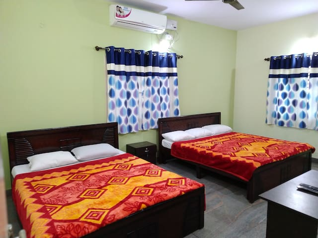 AC Suite room in Duplex Flat (1 King+1 Queen bed)