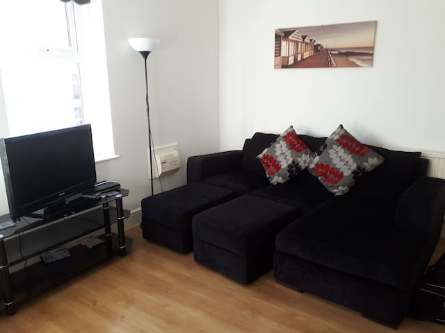 Bright, Comfortable & Stylish 2 Bed Apartment