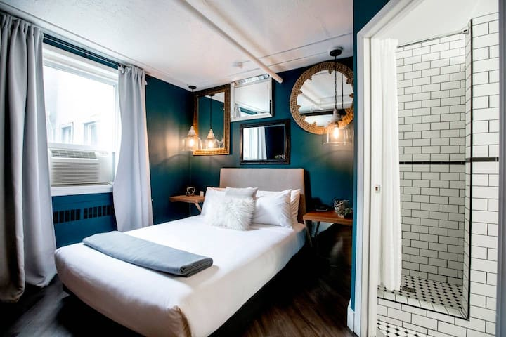 BOUTIQUE HOTEL | BESIDE ROGERS PLACE | LUX