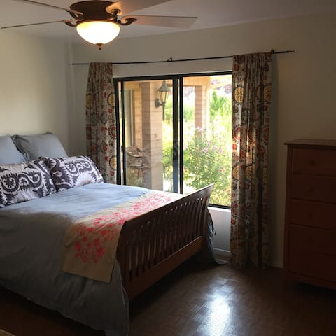Private clean relaxing room and breakfast - Solvang - Hus