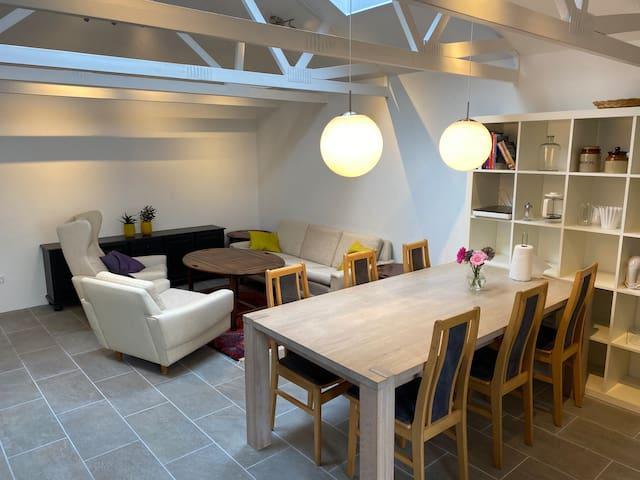 Lejlighed med 4 værelser, eget køkken, stue og bad