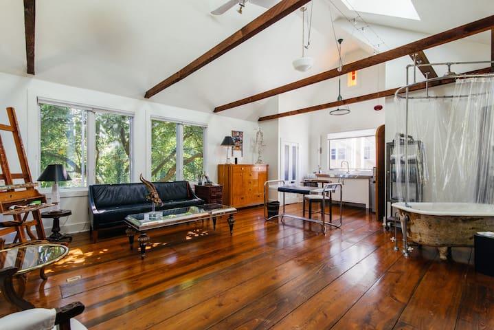 Designer Treehouse Artist Studio - Lawrence Township