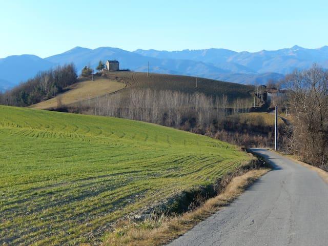 un luogo di pace in verdi colline - Igliano - Dům