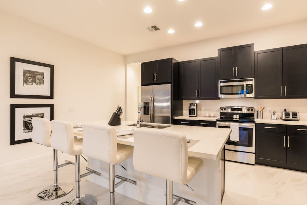 Oven, Chair, Furniture, Dining Room, Indoors