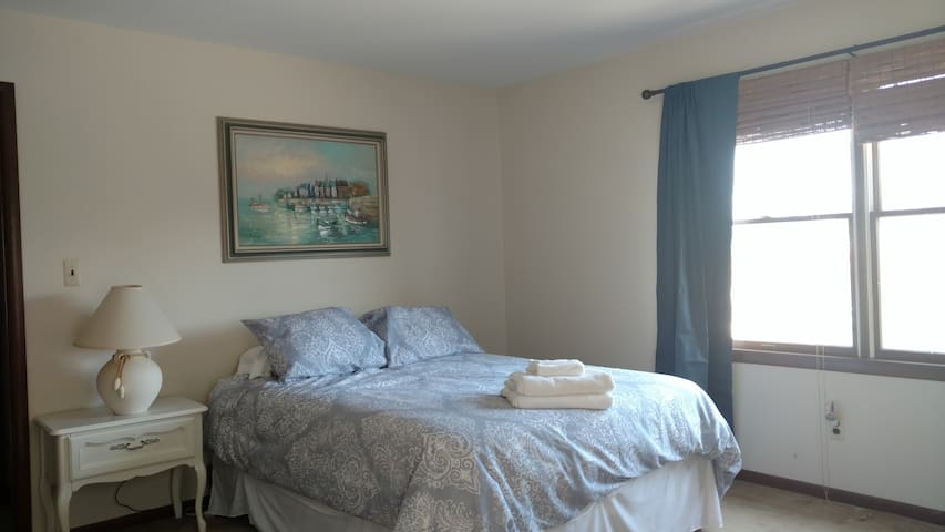 Large Waterfront Bedroom w/ Kayaks - Blue Crab