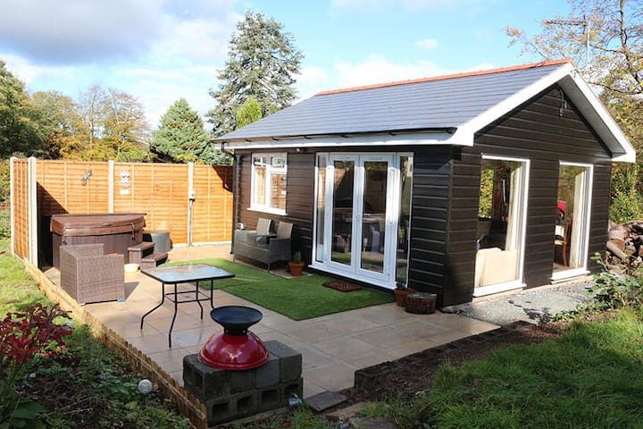 Lodge: Bronglais NHS/key workers only, from £200pw