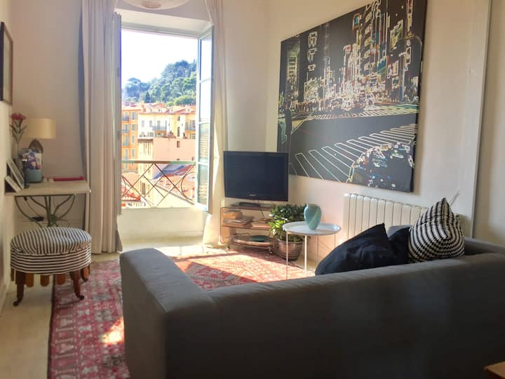 PORT: bright 1 bedroom apartment with lovely view