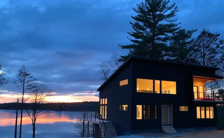 Modernist Lakefront House in the Catskills