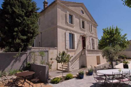 Demeure de charme,XIXème, piscine.. - Morières-lès-Avignon - 一軒家