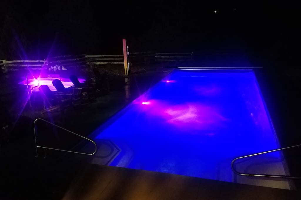 Night time pool a hot tub open 6am-10pm