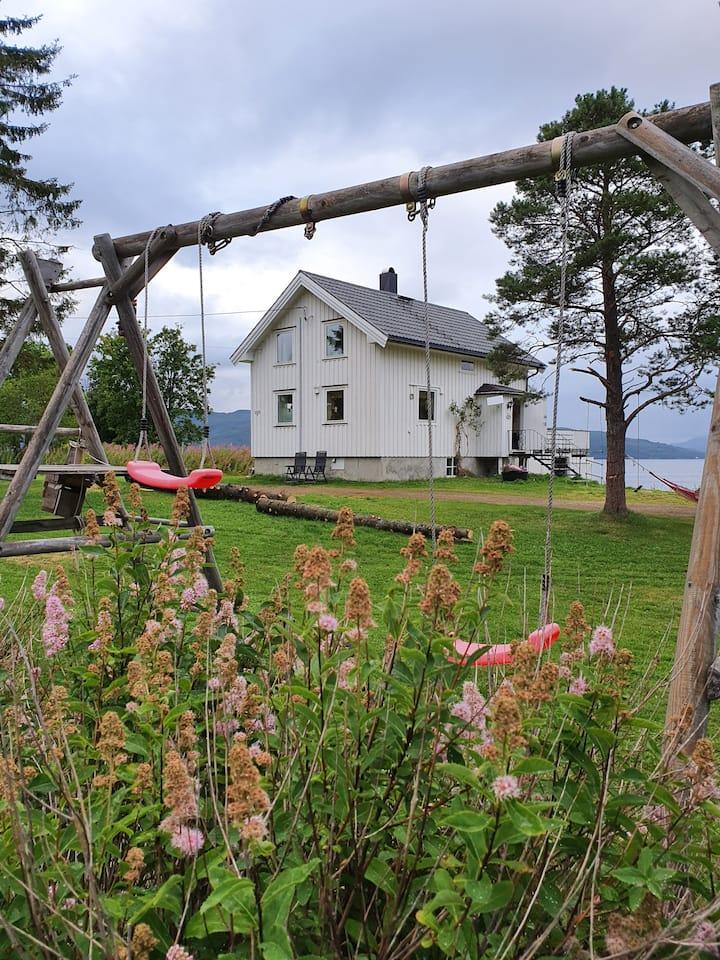 Ideelt sted i midt Troms - utsikt mot Senja!