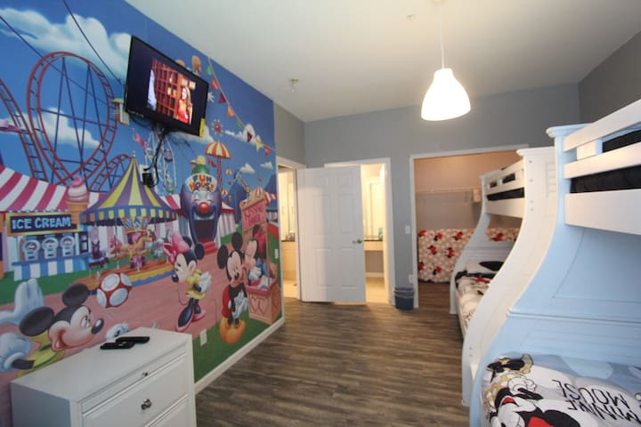 WP302  Close to Disney Luxury  Family Vacation