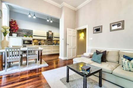Gorgeous apartment in the heart of New Town