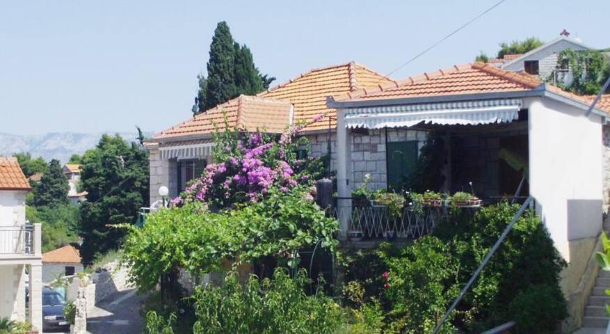 Apartments Gorana / Three Bedrooms A1 - Splitska - Pis