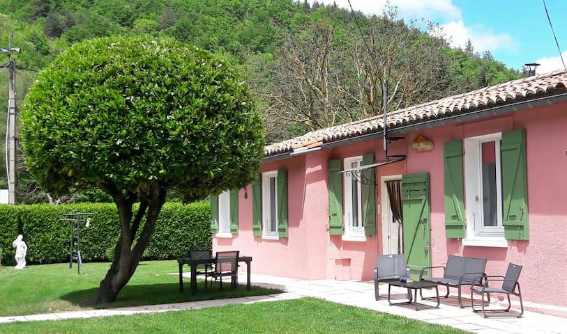 Villa Hibiscus au centre du pays Cathare